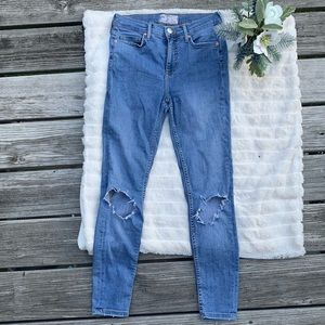 FREE PEOPLE RIPPED JEANS ✨